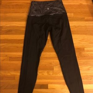LULULEMON black and gray pattern leggings